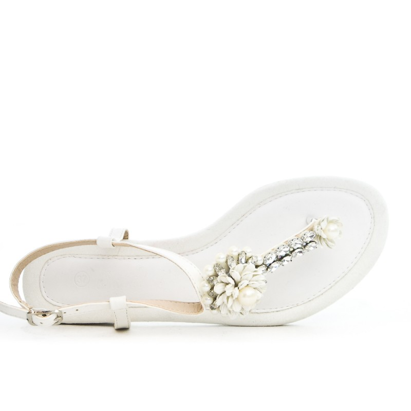7b0afd48318d7f White flat sandal with rhinestones and pearls.