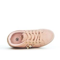 Detalle deslumbrante de tenis niña rosa