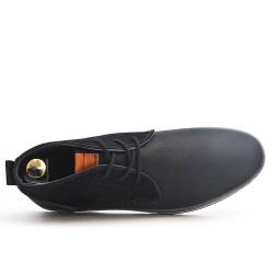 Bota de material negro con cordones bimaterial