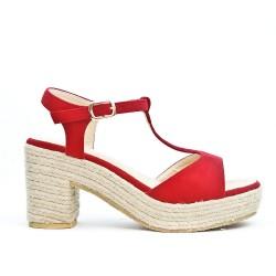 Sandale rouge en simili daim