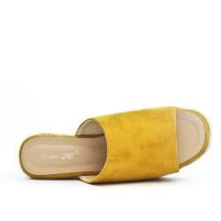 Mule jaune en simili daim à talon