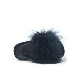 Sandalia chica negra con pluma