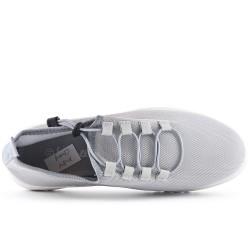 Zapatilla gris con encaje en talla grande