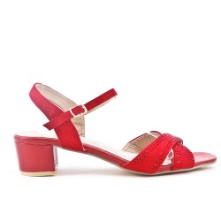 Sandalia roja con grandes pedrería