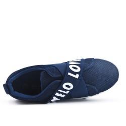 Zapatilla azul con banda elástica