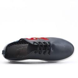 Basket noire avec broderie à lacet
