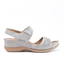 Sandale confort grise en simili cuir perforé