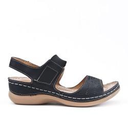 Sandale confort noire en simili cuir perforé