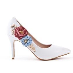 Escarpin blanc orné de fleur