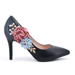 Black pump with flower