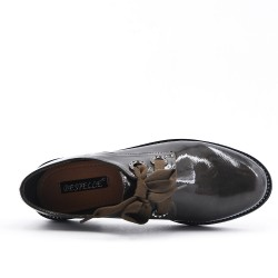 Brown derby with ribbon lace