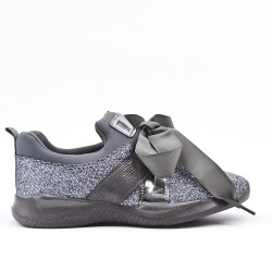 Gray sneaker with ribbon lace