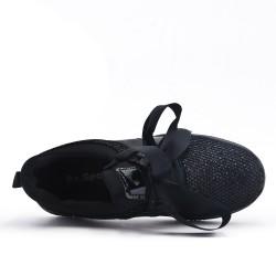 Black basket with ribbon lace