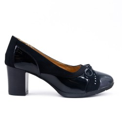 Black pump with bow