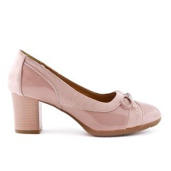 Pink shoe with bow