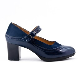 Navy pump in faux leather with buckled bridle
