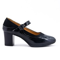 Black leatherette pump with buckled bridle