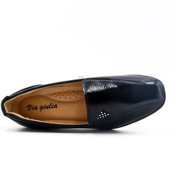 Zapato de confort negro de piel sintética con cuña pequeña
