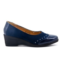 Bi-material navy blue comfort shoe with small wedge