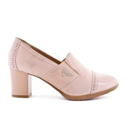 Two-material pink pump with elastic inset