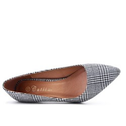 Heel plaid pump