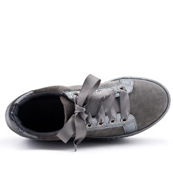 Gray basketball platform with ribbon lace