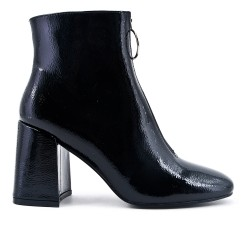 Black ankle boot in thick heel