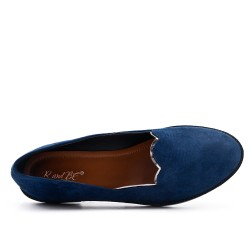 Blue moccasin in faux suede
