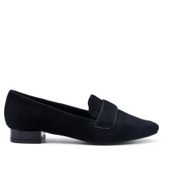 Black moccasin in faux suede with flange