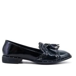 Black loafer in tassel