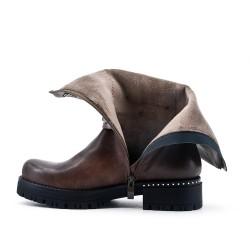 Botte kaki en simili cuir orné de clous