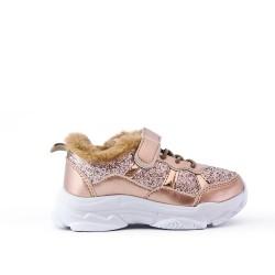 Zapato de baloncesto con ribete dorado