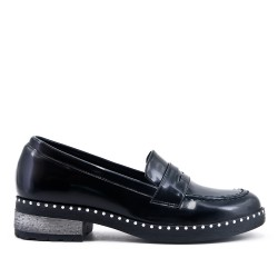 Black loafer in varnish