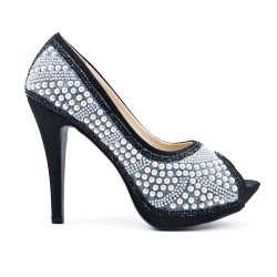 Black pump with pearl and heel