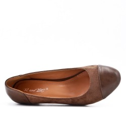 Two-material khaki low heel pump
