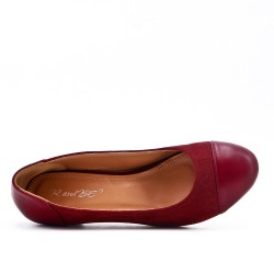 Two-material red low-heeled pump