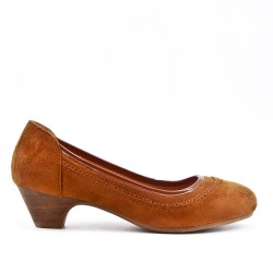 Camel pump in faux suede with heel