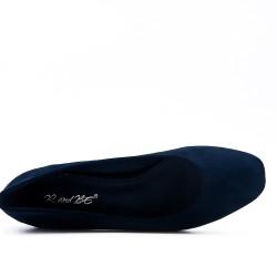 Escarpin bleu en simili daim orné de strass au talon