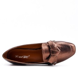 Tanned pump with heel