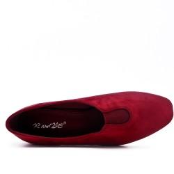 Red suede pumps with heel