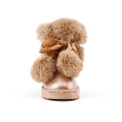 Girl's boots with golden fur and tassel
