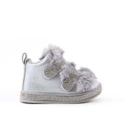 Furry girl boot with strasse