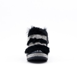 Black furry girl boot with strasse