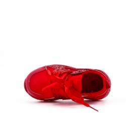 Cesta roja para niños con lazo de cinta