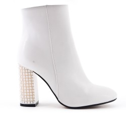 White ankle boot in zipped faux leather