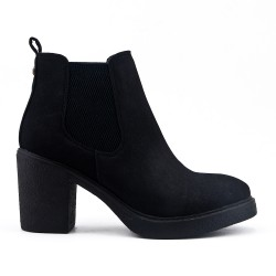 Black ankle boot in elastic suede with elastic