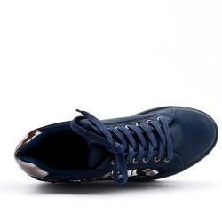 Basket bleu avec plateforme à lacet