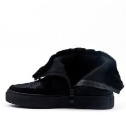 Flat black fur boot