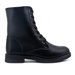 Black ankle boot with lace-up lace