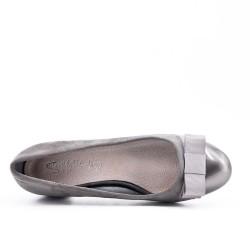 Two-material gray low heel pump